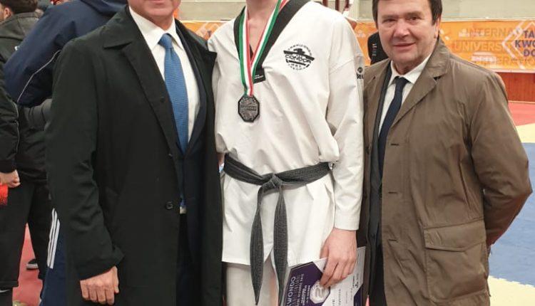 SOMMA VESUVIANA. LUIGI VALENTINO ORGOGLIO DEL BUSEN CLUB MARINOL'allenatore di Taekwondo della Società Sportiva sommese vince l'argento ai Campionati Italiani Senior 2019
