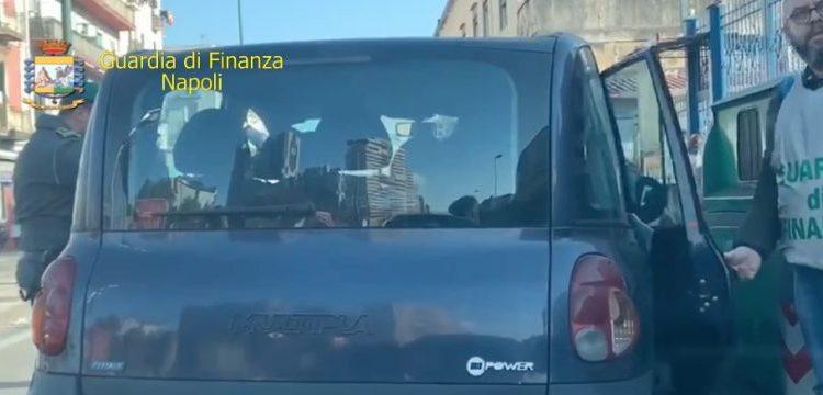 Tassisti abusivi su auto non assicurate,in un caso senza patente. Le Famiglie avevano il reddito cittadinanza