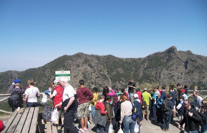 Boom di ingressi al cratere del Vesuvio: oltre 750mila visitatori
