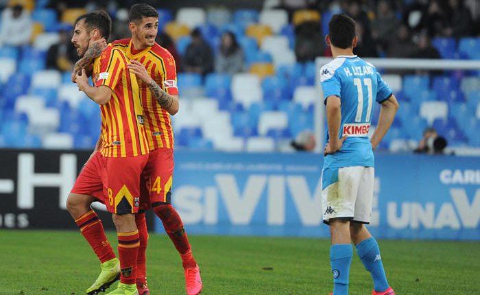 Il Napoli ko con il Lecce, tornano i fantasmi: Milik e Callejon non bastano. Doppietta Lapadula e rete di Mancosu