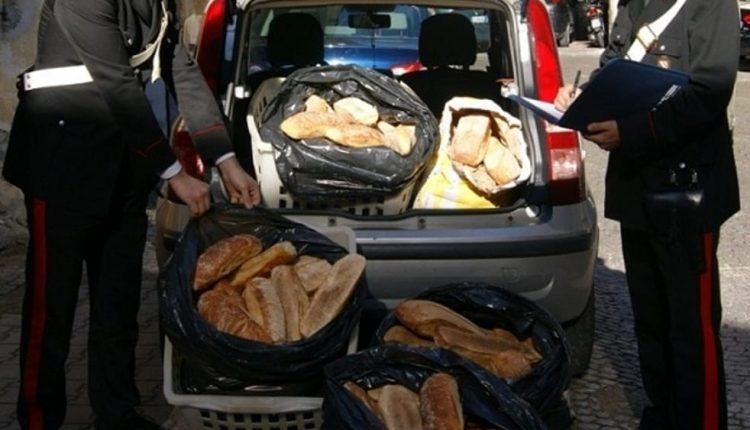 Pane e carciofi venduti in strada, 105 chili di cibo sequestrato: 5 denunciati dai carabinieri delComando Provinciale di Napoli