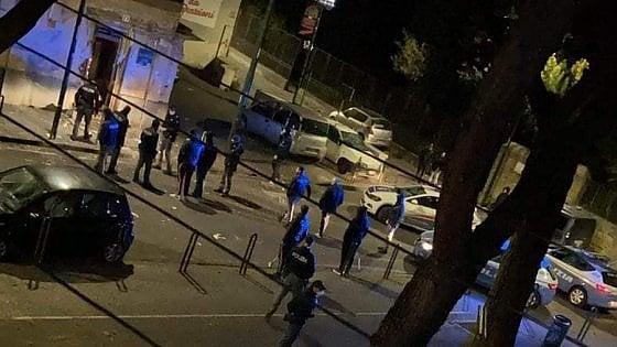 LA CAMORRA NON SI FERMA – A Napoli, esplode bomba davanti a una tabaccheria di San Giovanni a Teduccio