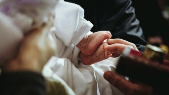 San Gennaro Vesuviano: celebrano il battesimo. I carabinieri denunciano il prete e altre 4 persone
