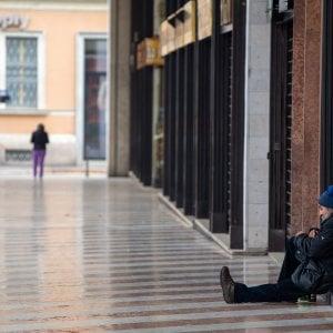 Notte di gelo a Napoli, morto clochard, ilcadavere trovato da soldati che stavano per iniziare servizio