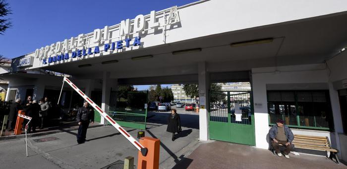 Una donna di 84 anni di Ottaviano è morta ieri nell'ospedale di Nola. Era positiva al coronavirus che avrebbe contratto attraverso il figlio, rientrato nei giorni scorsi da Milano