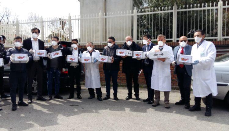 """Comunità cinese della Campania consegna al Cotugno pacchi con mascherine e altri dispositivi. Di Mauro: """"Grati per il gesto di vicinanza e solidarietà, solidarietà che ci arriva anche da tutta la cittadinanza"""""""