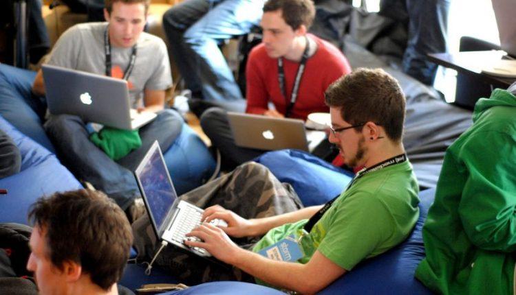 L'emergenza Coronavirus non ferma i giovani nel creare progetti di economia circolare. L'UCSA ha organizzato il primo hackathon sul web.