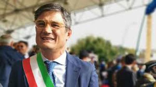 Il sindaco di San Giuseppe Vesuviano, Vincenzo Catapano, è positivo al coronavirus. Lo ha comunicato lo stesso primo cittadino su Facebook