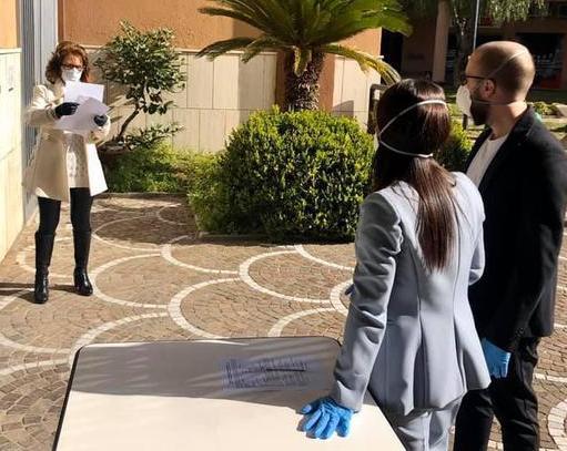 """Promessa di matrimonio in mascherina a San Sebastiano al Vesuvio:'Non ce l'aspettavamo così ma l'emozione è stata comunque tanta"""""""