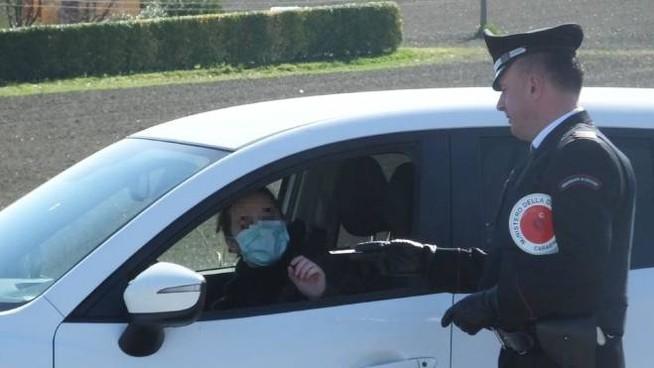 """Norme anti-contagio, controlli dei carabinieri nel Napoletano e nel vesuviano. Multe e denunce per i trasgressori alle regole del decreto ministeriale """"io resto a casa"""""""
