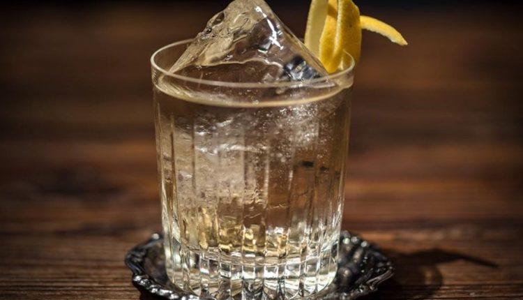 GIN TONIC.E CORONAVIRUS – Il 9 aprile è l'International Gin Tonic day:con i consigli de L'Archivio Storico di Napoli si celebrala ricetta perfetta anche a casa