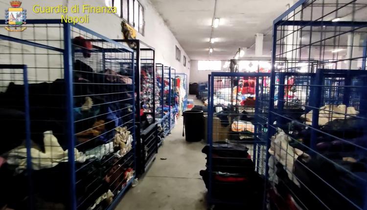 Gdf sequestra 63 tonnellate rifiuti:sono indumenti usati non sanificati e scarti di lavorazione