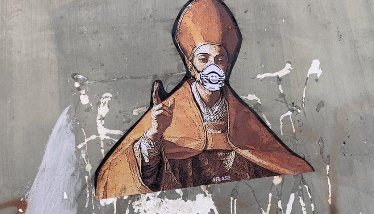 A Chiaia gli stencil di Flase: San Gennaro indossa la mascherina