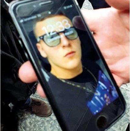 Tensioni a funerale di Ugo il 15enne morto a Napoli in un tentativo di rapina a una carabiniere