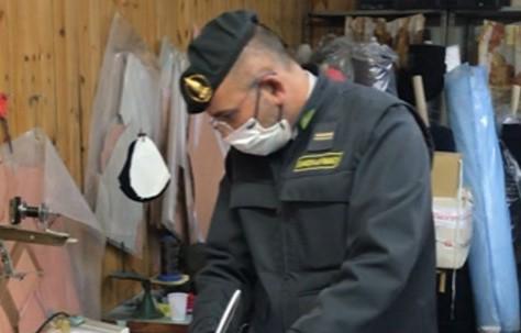 Mascherine con loghi falsi, sequestro della Guardia di Finanza a Ercolano