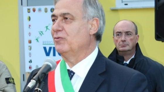 Coronavirus, è morto il sindaco di SavianoCarmine Sommese, medico all'ospedale di Nol era risultato positivo al coronavirus
