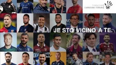 """CAMPIONI """"IN CAMPO"""" PER LA SOLIDARIETA' –La Fondazione Cannavaro-Ferrara mette all'asta le maglie dei campioni per aiutare le famiglie bisognose di Napoli. C'è anche quella di Maradona"""