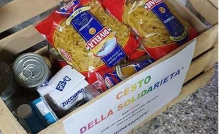 """A Portici nasce """"cesto della solidarietà"""",ideato da un gruppo di giovani per aiutare chi ha bisogno"""