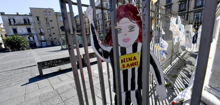"""Nasce il Comitato mamme Napoli: """"Fate uscire bimbi"""", tre installazioni in diverse zone della città"""