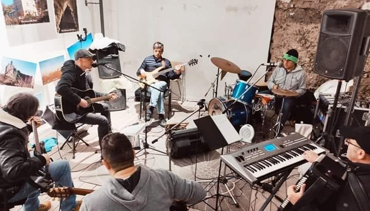 Siro's Band e le preghiere laiche tra rivoluzione e amore. Jastemme e scuppettate che ripercorrono la storia del Sud e l'energia del Vesuvio