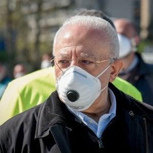 Il Governatore De Luca: entro due settimane mascherine obbligatorie anche in Campania