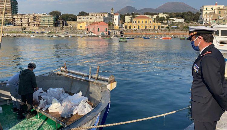 Parte del pescato del mare vesuviano alle famiglie meno abbienti di Portici: l'iniziativa della flotta pescherecci di base nel porto del Granatello