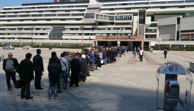 Da lunedì 27 aprile, un termolaser all'ingresso del palazzo di giustizia di Napoli
