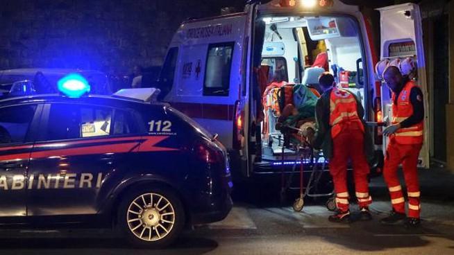 Si barrica in casa e lancia mobili in strada: follia post covid a Portici
