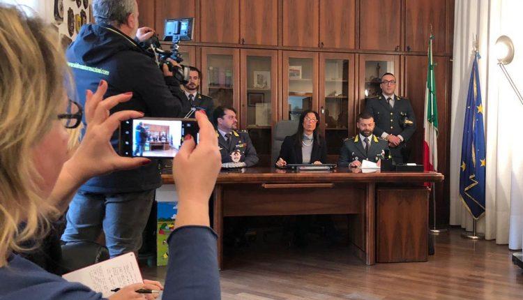 CONCORSOPOLI ANASTASIANA – Il prossimo 10 aprile il Tribunale del Riesame dovrà decidere sulla scarcerazione del sindaco Lello Abete. Gli altri tre indagati fanno nomi e cognomi di altri politici locali