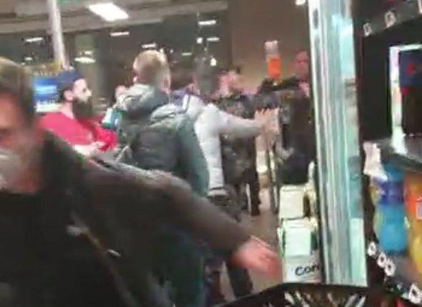 A Casoria, rissa in un supermercato per la distanza non rispettata: due denunciati, si cercano gli altri