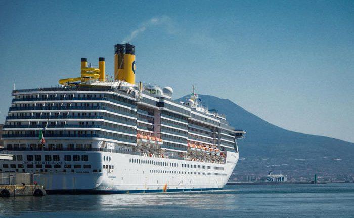 A Napoli sbarca la nave Costa, scelto il proto di Napoli per lo sbarco dell'equipaggio