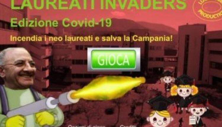 Emergenza Coronavirus, il Governatore Vincenzo De Luca con il lanciafiamme protagonista di un videogioco assieme ai laureati