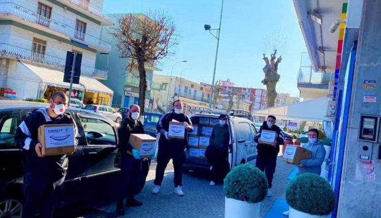 EMERGENZA CORONAVIRUS – Angelo e i guerrieri della solidarietà: la famiglia Perna in campo per i bisognosi a Volla. E ai bambini tante uova di cioccolata