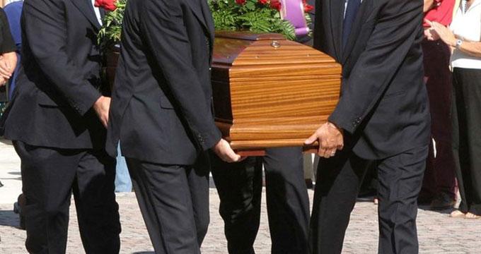 La Fase 2, verso il via libera ai funerali: massimo 15 partecipanti muniti di mascherine. Per ora niente messe in chiesa