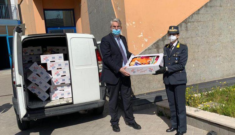 Uova di Pasqua per le famiglie in difficoltà a San Giorgio a Cremano,la Guardia di Finanza dona centinaia di dolciumi per regalare un sorriso ai bambini