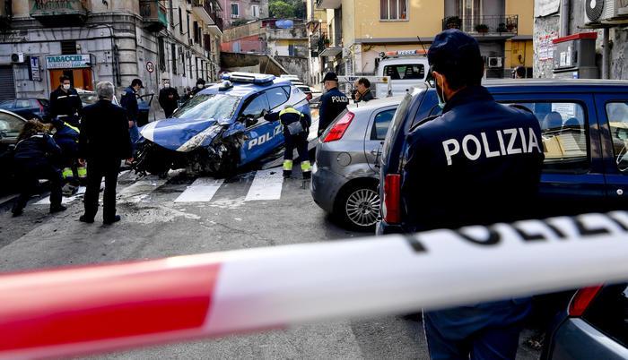La morte del poliziotto Pasquale Apicella, presi tutti i membri della banda. Torna la discussione sui campi rom