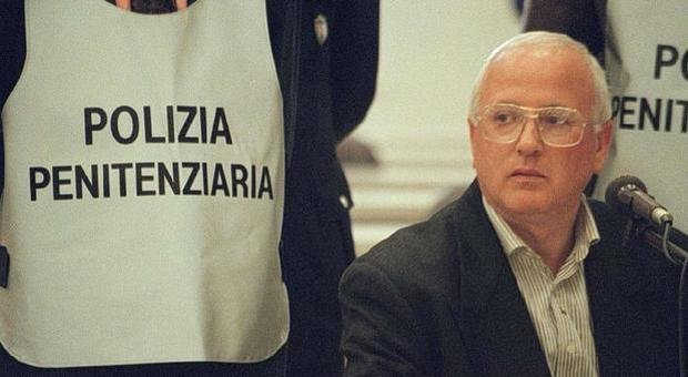L'ex boss della Nco Raffaele Cutolo resta in carcere, l'avvocato Gaetano Aufiero: 'Arricchirà schiera di gente che muore in prigione'
