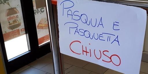 Negozi tutti chiusi a Pasqua e Pasquetta: nuova ordinanza del Governatore De Luca, esclusi solo benzinai e farmacie