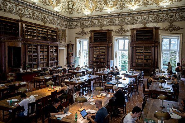 """Riparte la Biblioteca Nazionale di Napoli con servizi online e libri in """"quarantena"""""""