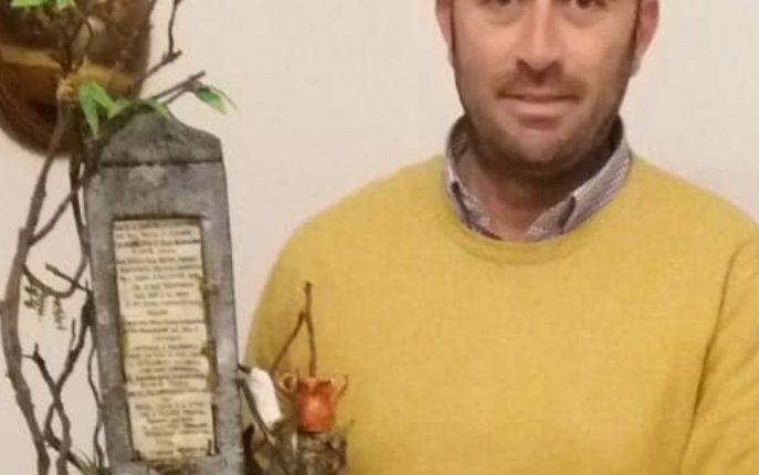 """L'artigiano artista Luigi Russo dona al Comune di Pollena Trocchia la sua ultima opera raffigurante la lapide di Gaetano Donizetti. """"Cultura e passione possono far decollare il nostro Comune"""""""