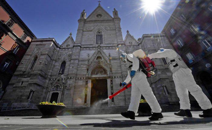 """L'Esercito sanifica il Duomo di Napoli, il Capitano Saraceno: """"Tuteliamo la salute pubblica e il bene culturale"""".  Dopo la Chiesa del Carmine, lunedì sarà il turno del Santuario di Madonna dell'Arco a Sant'Anastasia"""