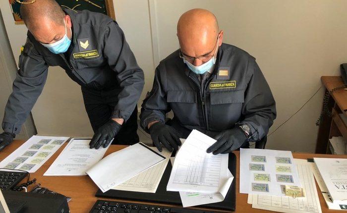 Marche da bollo fotocopiate, misure interdittive per 6 avvocati: le indagini della Guardia di Finanza di Nola