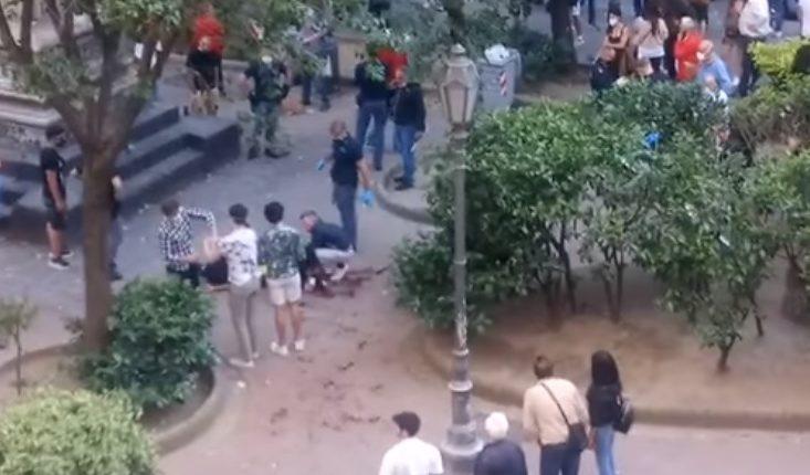 Napoli, accoltellato a piazza Bellini, fermato un 34enne. Lo scontro e l'accoltellamento per motivi di gelosia