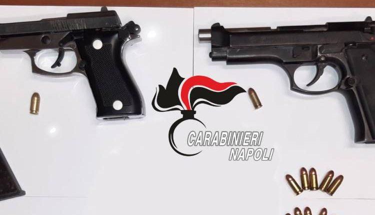 Pompei, pistole scacciacani modificate per sparare: arrestati due 20enni di Boscoreale, hanno tentato la fugalanciando le armi dal finestrino dell'auto