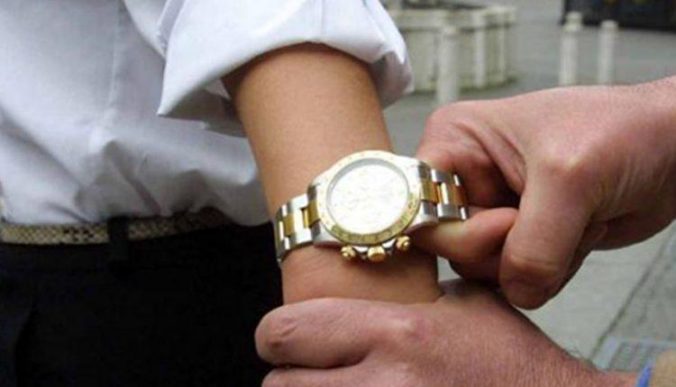 Rapine di orologi di lusso, 20 misure cautelari a Napoli:sono accusati di associazione a delinquere
