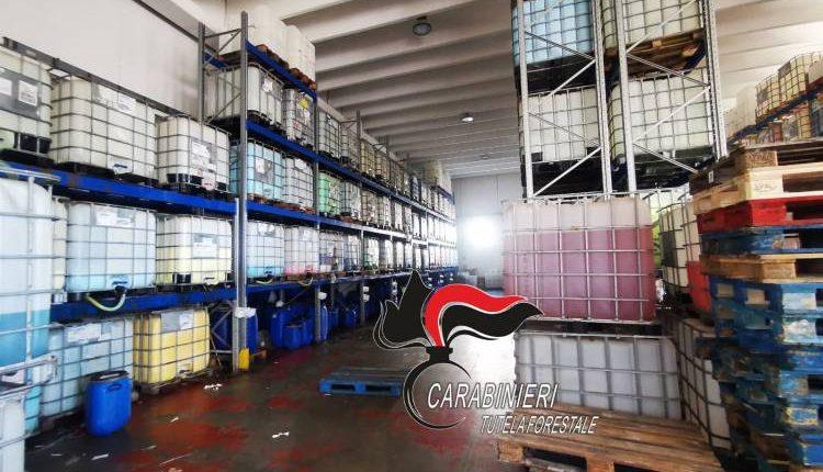 Saponi e detergenti prodotti in capannoni inagibili, maxisequestro dei Carabinieri