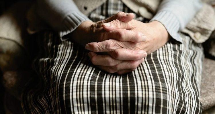 A Portici maltratta la madre: arrestato dai carabinieri un pregiudicato