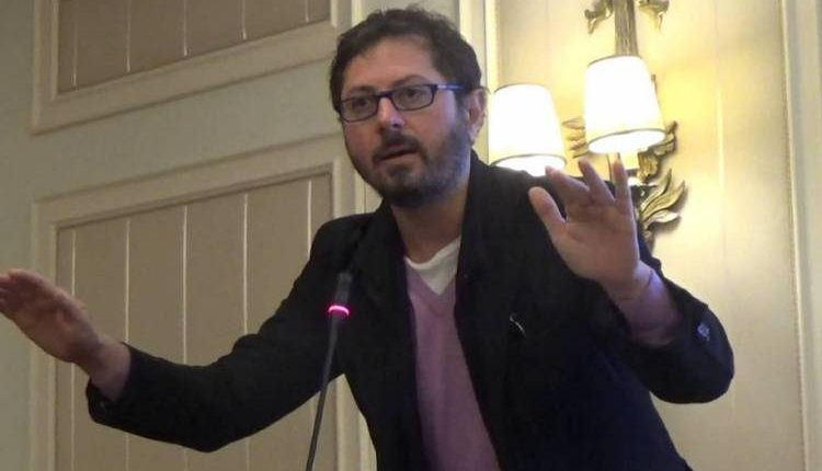 Il consigliere regionale Francesco Emilio Borrelli denuncia un'aggressione omofoba: in un video il vile attacco a un giovane a Torre del Greco