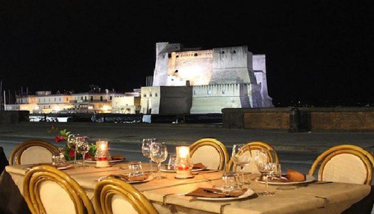 Il Tar blocca le concessioni targate de Magistris, stop al suolo per i tavolini dei locali a Napoli