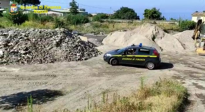 Sequestrate 150 tonnellate rifiuti a Ercolano, denunciato 70enne e sequestrati anche mezzi meccanici